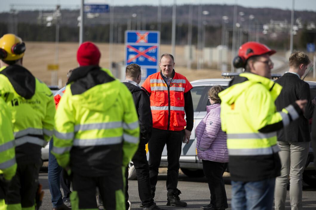 ADVARER: Statsråd Ketil Solvik-Olsen vurderer kraftige tiltak for å få bukt med mobilbruk bak rattet. Foto: Espen Røst