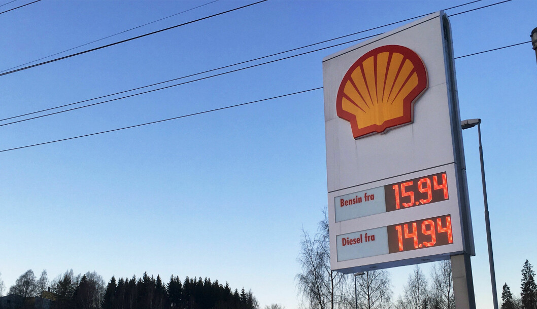 FALL: Snittprisen for diesel falt under 13 kroner i april.