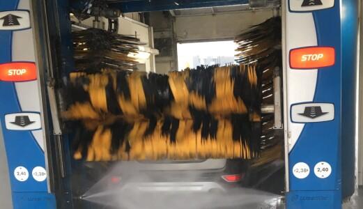 Bilen ødelagt i vaskehall? Dette må du passe på