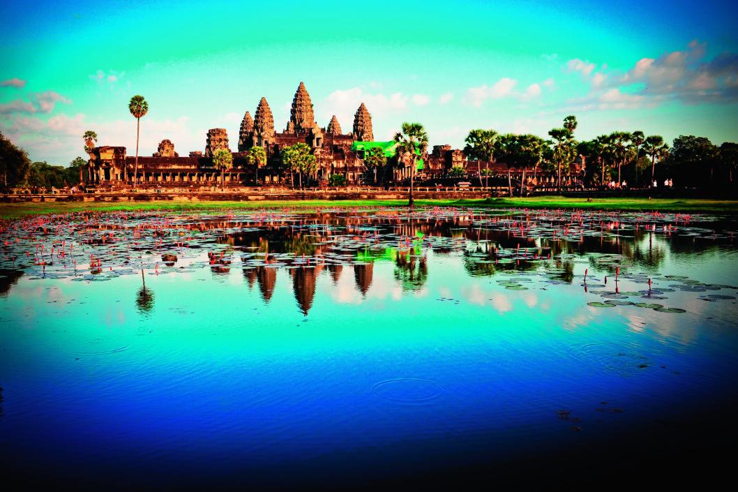 GAMLEBYEN: Angkor var sentrum for Khmerriket fra 802, men i 1431 ble byen forlatt og overvokst av jungelen. Først på slutten av 1800-tallet ble Angkor gjenoppdaget av franske arkeologer.