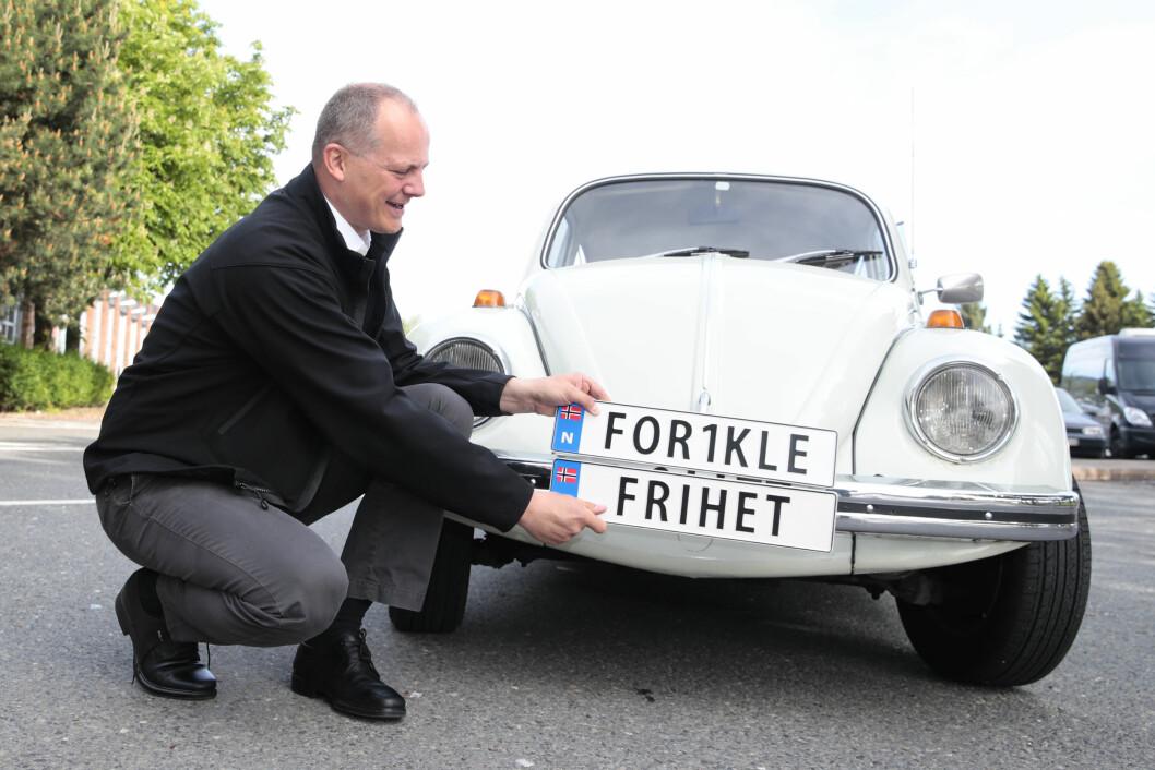 BILENTUSIAST: Statsråd Ketil Solvik-Olsen kunne introdusere ordningen med personlige bilskilt tidligere i år.