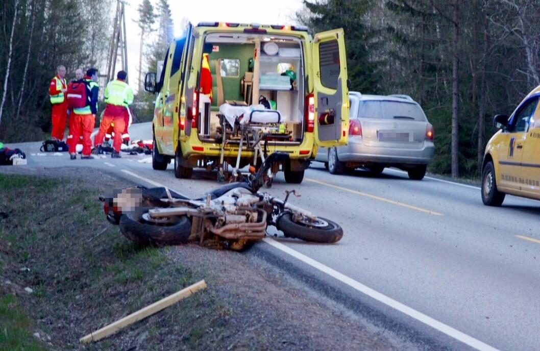 UTSATT: Fire av de 11 som mistet livet i trafikken i mai var motorsyklister. Dette bildet er fra en ulykke i Vestby i Akershus 2015. Foto: Arkiv/NTB scanpix