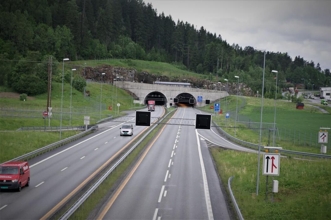 DELVIS TOPP: På bare deler av strekningen mellom Vinterbro og svenskegrensen er det slik veistandard som her ved Askimporten med fire felt og veitunnel i to tunnelløp. Foto: Geir Røed