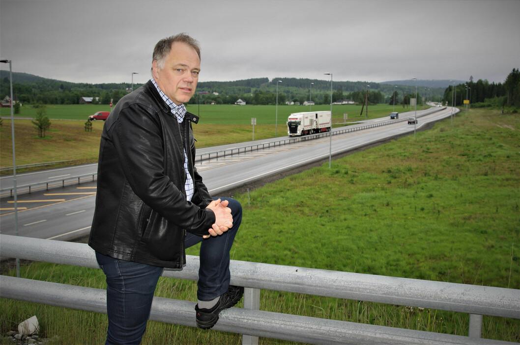 OPPGITT: – Første gang jeg var med på å behandle denne veiutbyggingen i lokalpolitikken var i 1992. Det er 25 år siden, sukker ordfører Knut Hvithammer i Sør-Odal. Foto: Geir Røed
