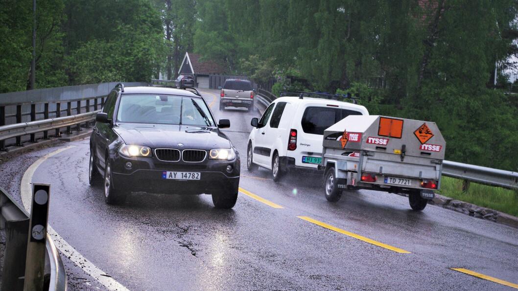 SMALT: Ved Skarnes må rundt 10000 kjøretøy i døgnet over denne broen. Foto: Geir Røed