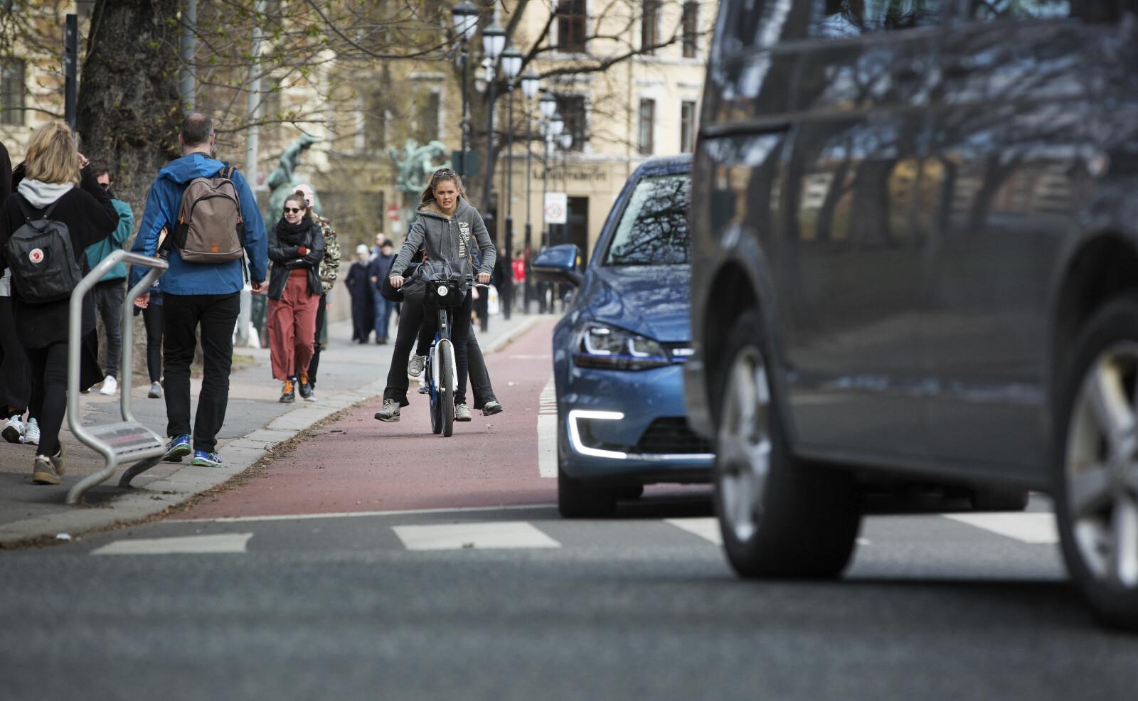 TRANGT: Det vil koste 60 milliarder kroner å bygge et sammenhengende gang- og sykkelveinett i de ni største byene. Foto: Sverre Christian Jarild