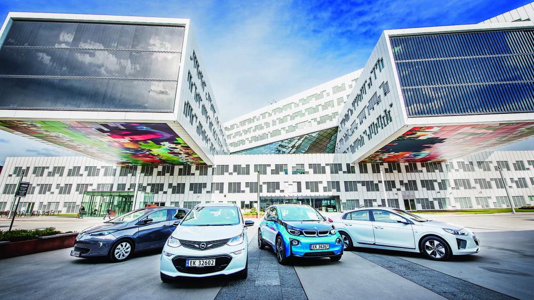 TIDENS TEGN: Her er fire av de nye elbilene som kurerer rekkeviddeangst. Foto: Jon Terje Hellgren Hansen