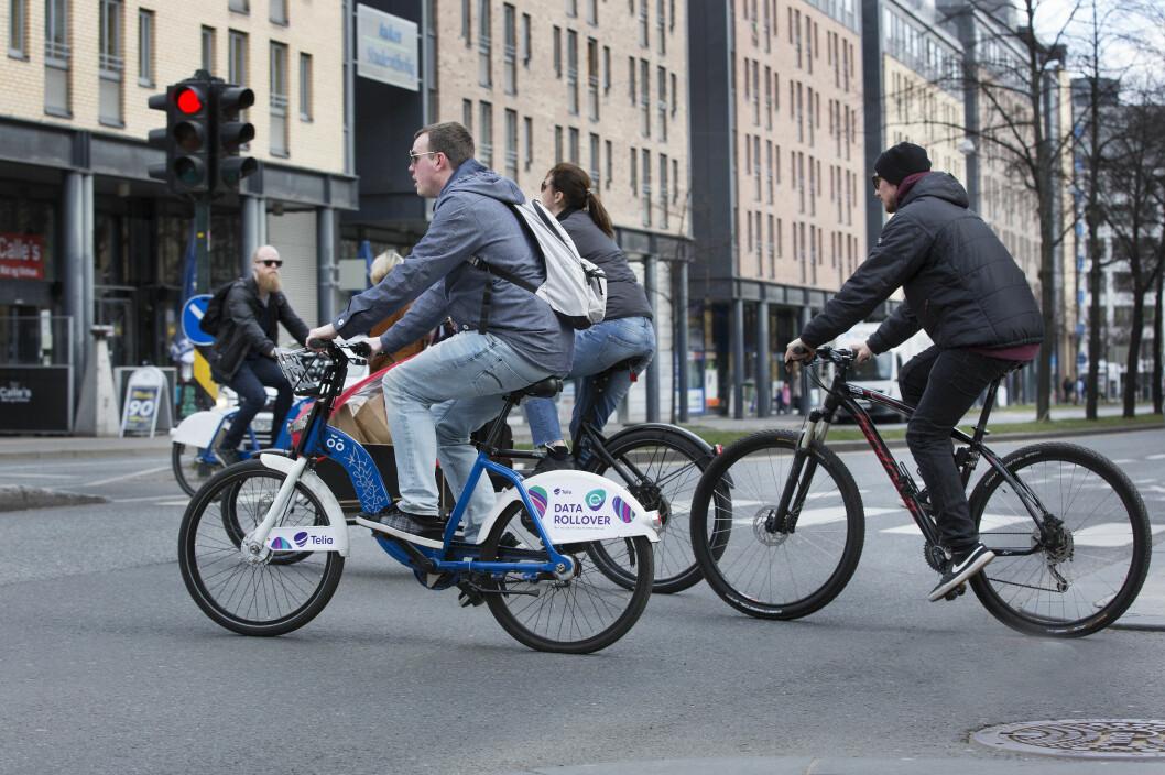 FLERE OG FLERE: Fra 2015 til 2016 økte antall syklister som passerte tellepunktene i Oslo med 18 prosent. Foto: Sverre Christian Jarild