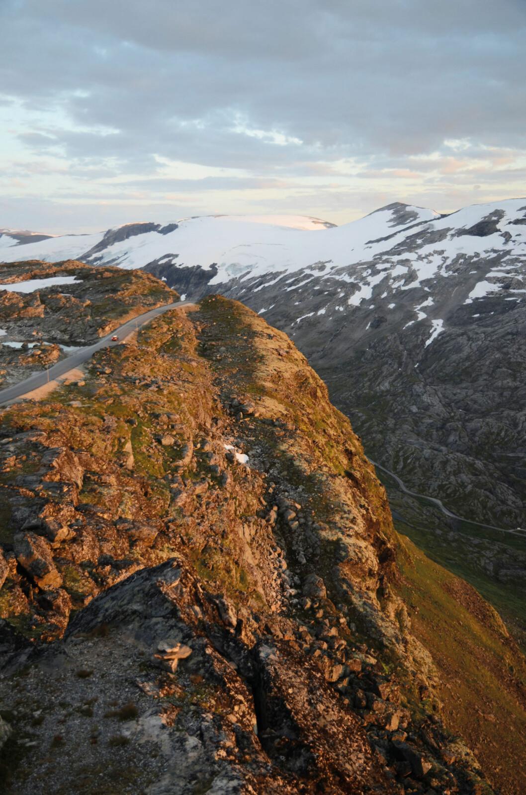 TIL TOPPS: Norges 4. høyeste bilvei går til topps på Dalsnibba