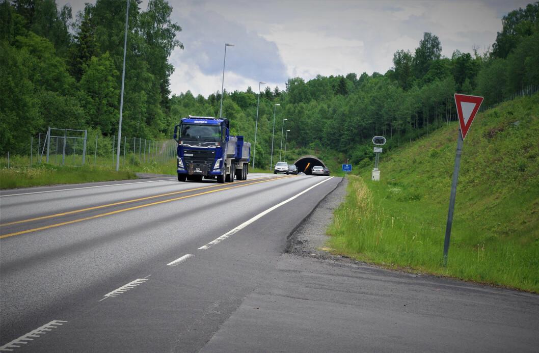 ETT LØP: På grunn av trafikkmengden og sikkerheten må Strømsåstunnelen utvides til to løp. Men det skjer trolig først på 2030-tallet. Foto: Geir Røed