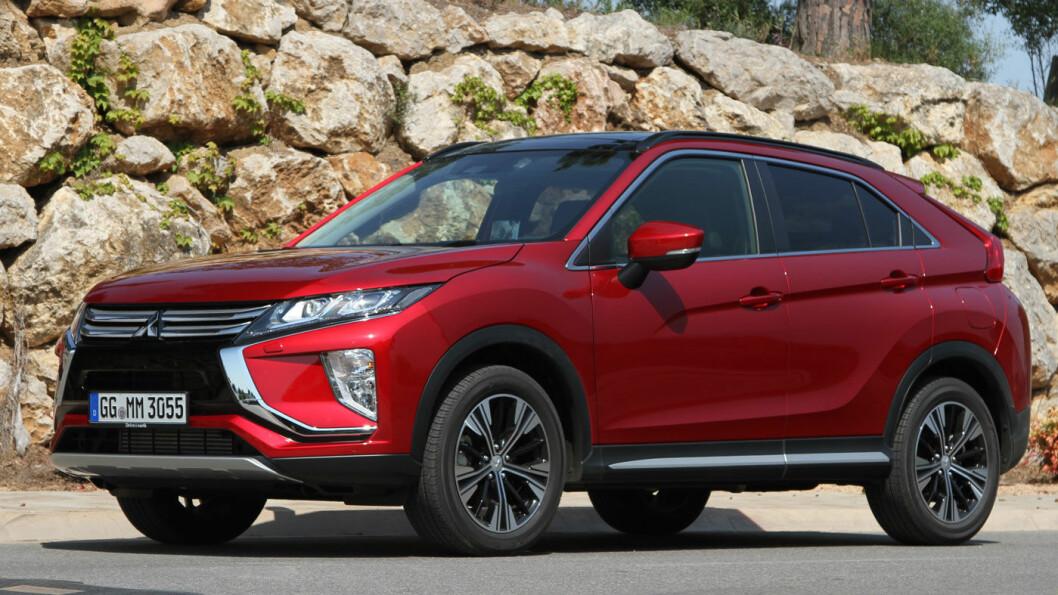 TØFF KONKURRANSE: Mitsubishi Eclipse Cross skal ta kampen opp mot tøffe konkurrenter som Nissan Qashqai og Toyota C-HR. Det barske utseendet skiller den fra mengden. Foto: Rune Korsvoll