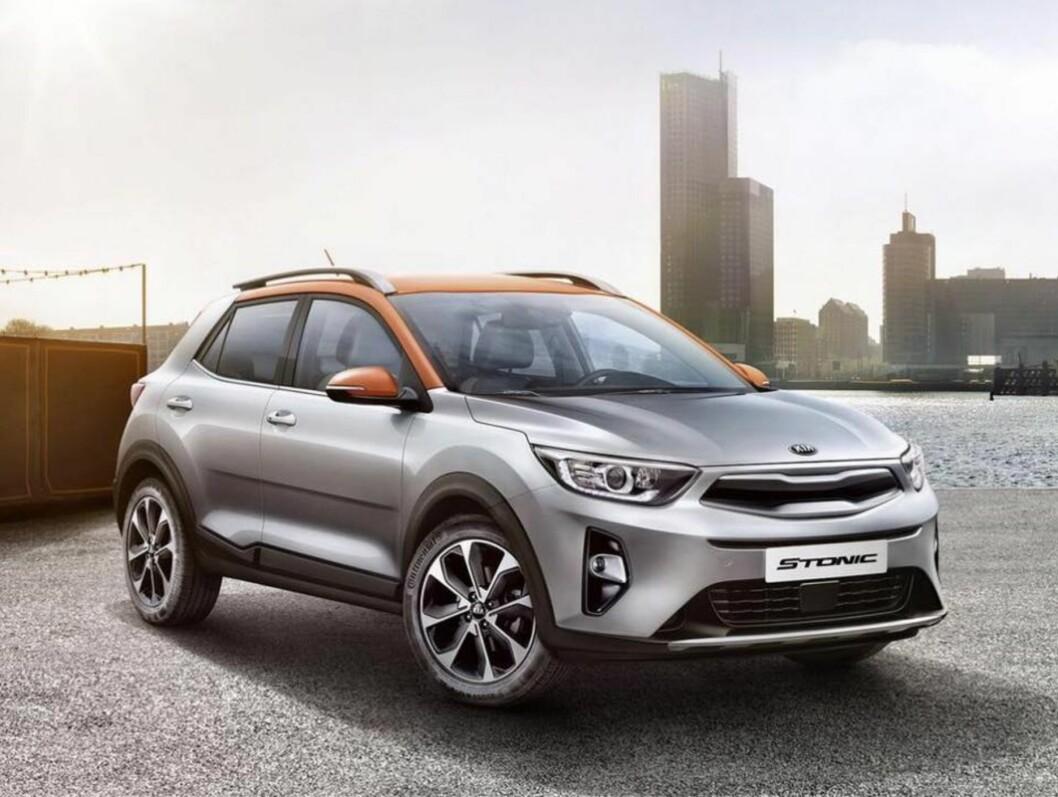 BILLIG SUV: Kia Stonic blir en rimelig, liten SUV med høy sitteposisjon og god bakkeklaring. Foto: Kia