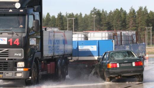 For hver tredje trafikkdrepte er et tung kjøretøy involvert