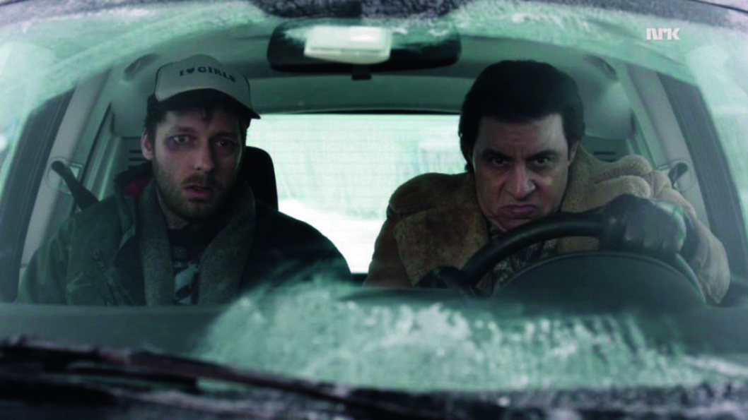 RADARPARET: Steven van Zandt som Frank «The Fixer» og Trond Fausa Aurvåg som Torgeir, i en frossen, norskbygd Think City i TV-serien Lilyhammer. Foto: TV-produsenten