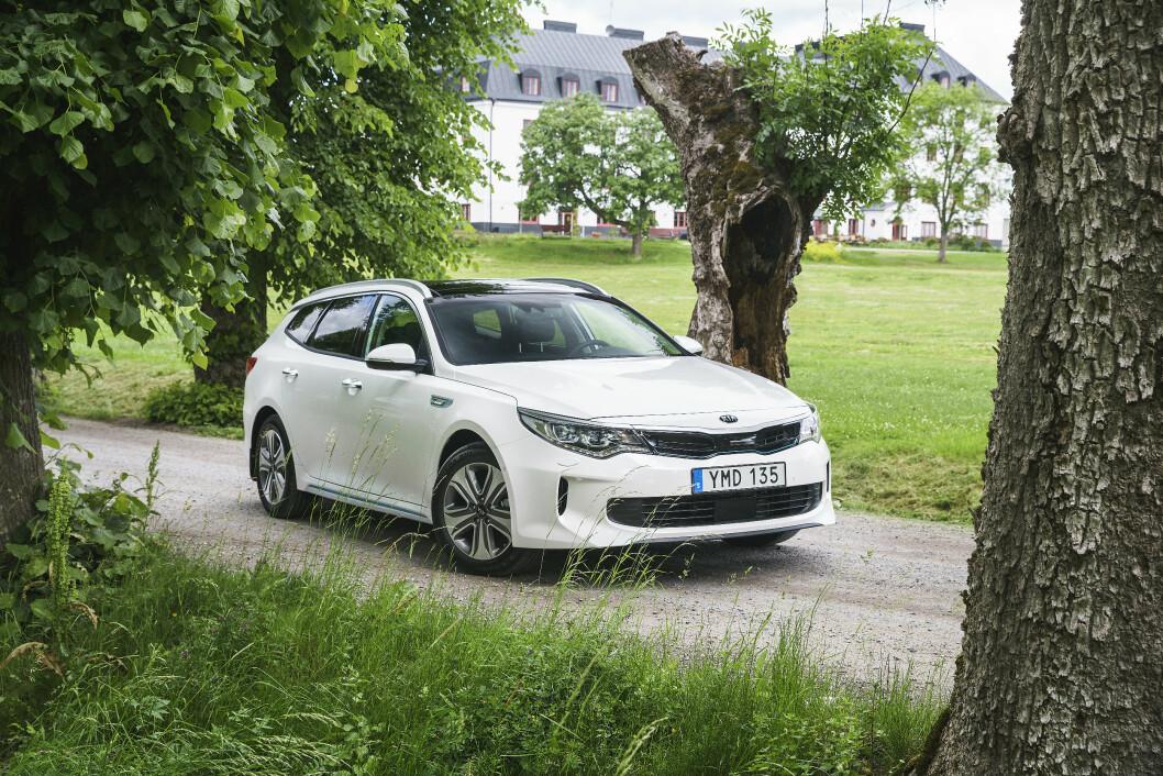 KONKURRENTEN: Optima Sportwagon har egentlig bare en konkurrent – VW Passat GTE – men er billigere og har mer utstyr som standard. Foto: Rune Korsvoll
