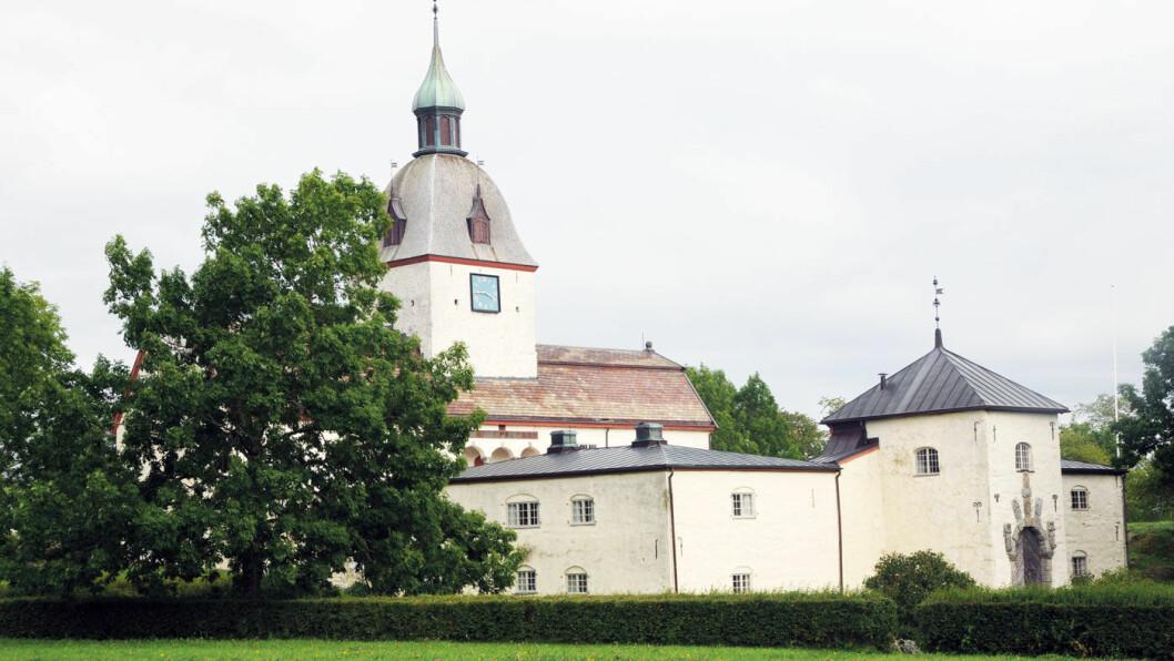 HISTORISK: Austrått slott ble bygget i 1656, men har mye eldre røtter. Fru Inger bodde på dette stedet, men slottet som står her i dag ble bygget av hennes oldebarn –etter hennes død. Foto: Per Roger Lauritzen