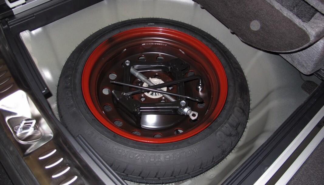 UTE: Reservehjulet er ikke lenger naturlig standardutstyr på dagens biler.