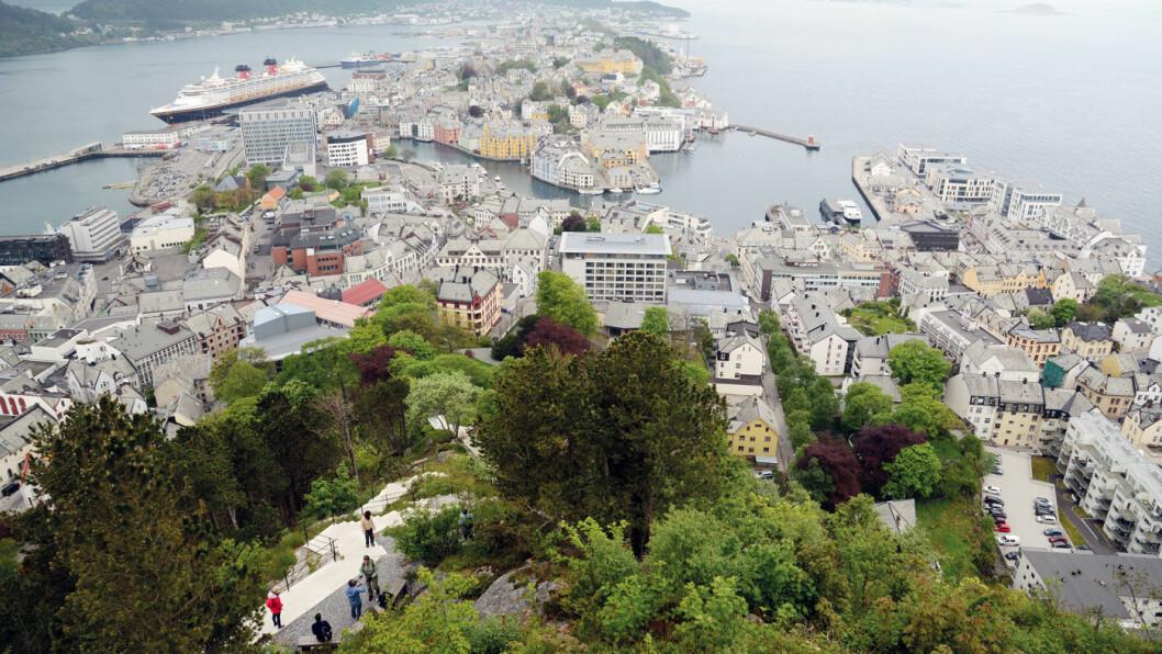 MAGISK UTSYN: Den fineste oversikten over Ålesund og omegn får du fra fjellet Aksla. Foto: Per Roger Lauritzen