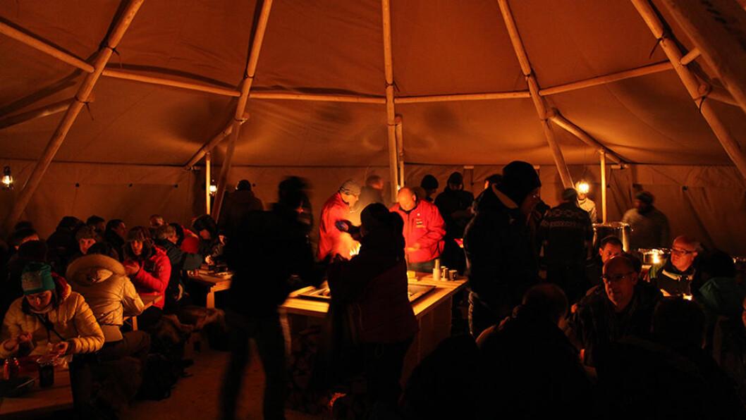 Llavo-aften i Adventdalen med historier og middag rundt bålet.