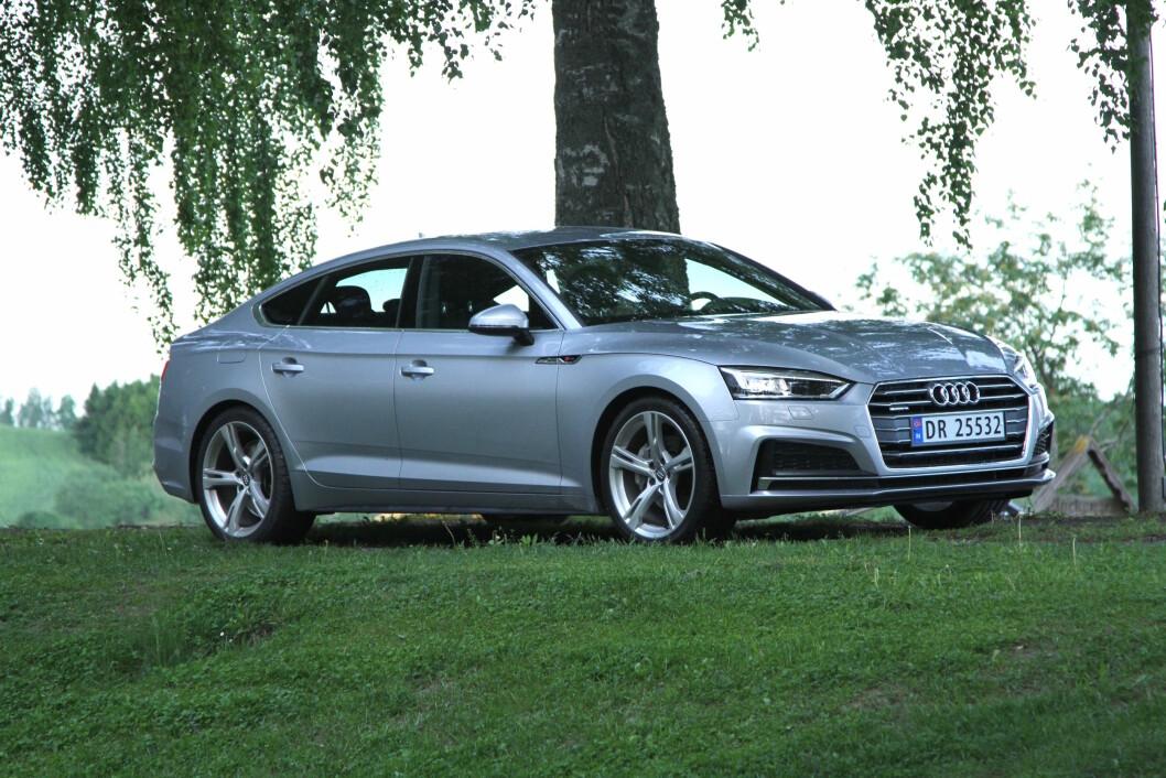 ELEGANT: Audi A5 Sportback er en god blanding av eleganse og sportslighet. Foto: Rune Korsvoll