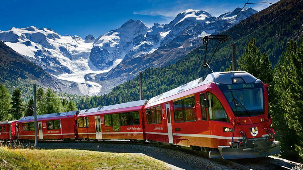 Bernina Express tar deg med på en spektakulær togtur gjennom alpene. Foto: Fram AS