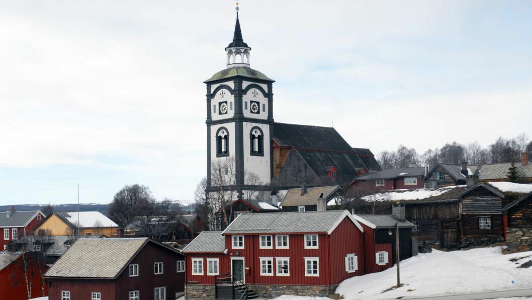 BERGSTADENS ZIIR: Røros kirke er synlig fra alle himmelretninger. Foto: Per Roger Lauritzen