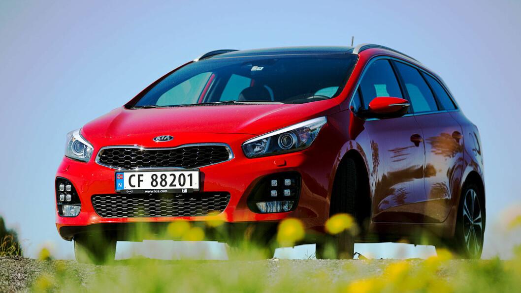 ELEGANT: Kia Cee'd er en av de mest elegante bilene i klassen. I tillegg er den prisgunstig med tanke på plass og utstyr. Foto: Espen Røst
