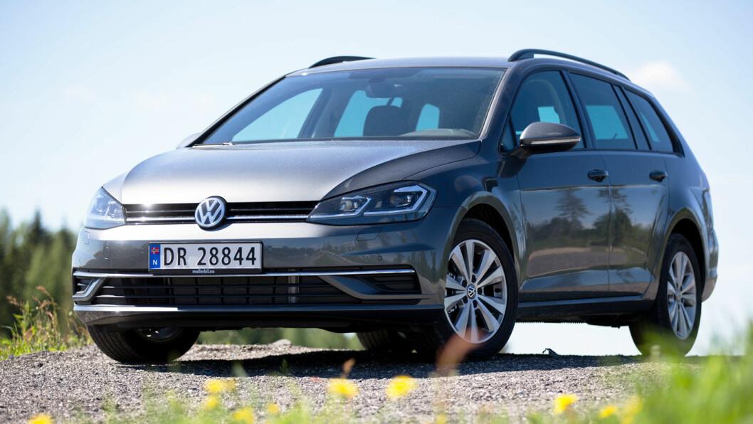 MÅLESTOKKEN: VW Golf har i mange å vært Norges mest solgte bil og en målestokk for alle konkurrentene. Foto: Espen Røst