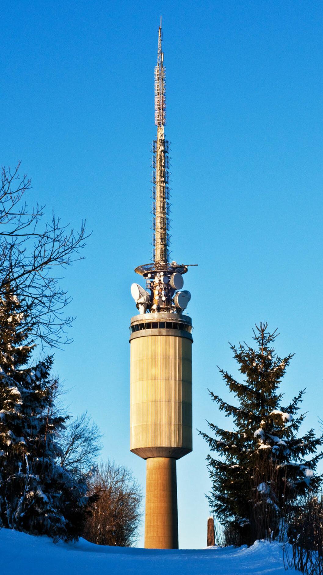 HØYT OVER OSLO: Ved Tryvann har det stått utsiktstårn siden 1867. Foto: Thomas Berglund, Wikimedia.