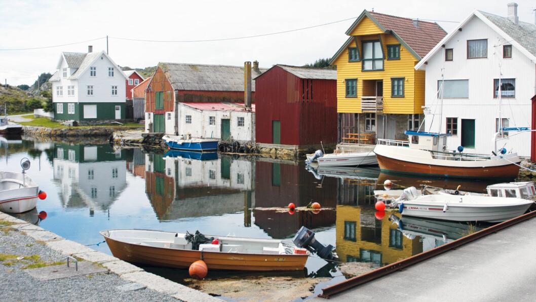 LANGT UTE: Utsira havn. Den nærmeste trygghet når været skiftet fra stille til storm. Foto: Per Roger Lauritzen