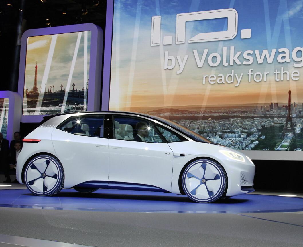 OM TO ÅR: I.D. blir VWs nye folkevogn når den er ferdig om to år. Den  blir stor som en Golf med innvendig plass som en Passat og kjører opp til 600 kilometer på fullt batteri. Foto: VW
