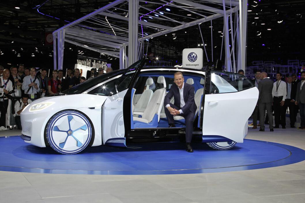 BILLIGERE ENN TESLA: VW I.D. skal bli 7000-8000 dollar (55.000 – 65.000 kroner) billigere enn Tesla Model 3, ifølge VW-sjef Herbert Dies