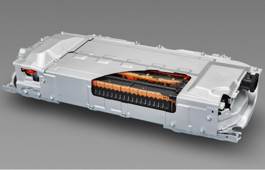 NYTT BATTERI: Den nye batteriet som det nå repporteres om, har fast i stedet for flytende innhold og kan lades på to-tre minutter. Dette batteriet tilhører Toyota Prius og har lithium ion som elektrolytter.