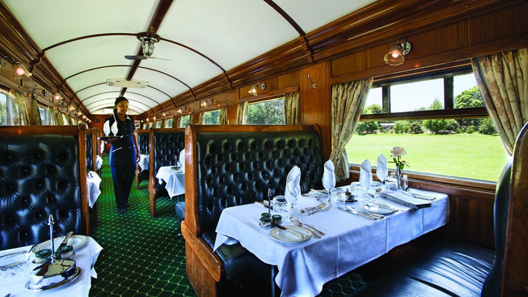 Rovos Rail er en opplevelse. I spisevognen kler man seg gjerne om til middag.
