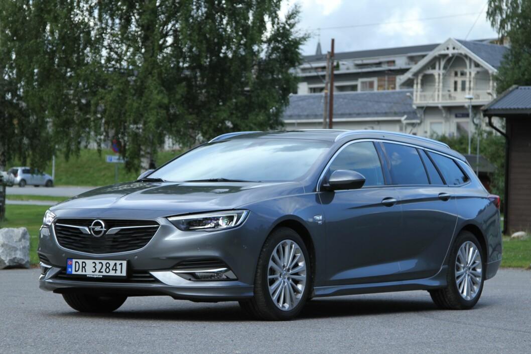 ELEGANT: Nye Opel Insignia er betydelig mer elegant og lettkjørt enn utgående modell. Foto: Rune Korsvoll