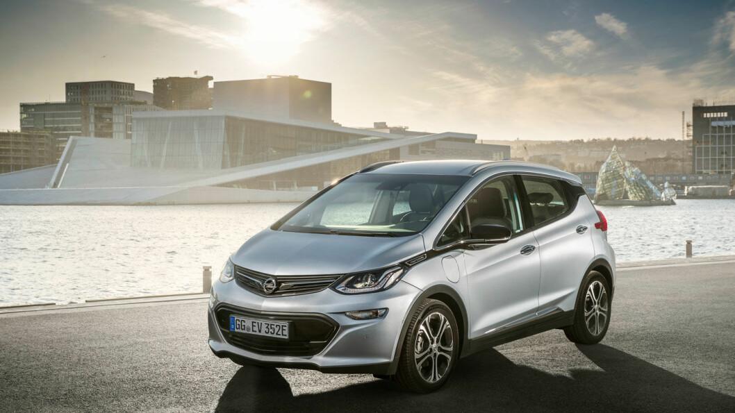 KANSKJE 2019: Bestiller du elbilen Ampera-e i dag, får du den «kanskje i 2019», ifølge Opel. Dette gjør at noen av de bilene som er kommet til Norge, selges brukt for mer enn 100.000 kroner over prisen på den nye bilen. Foto: Opel