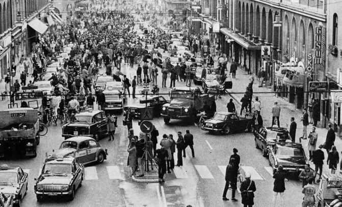 50 år siden svenskene gikk over til  høyrekjøring