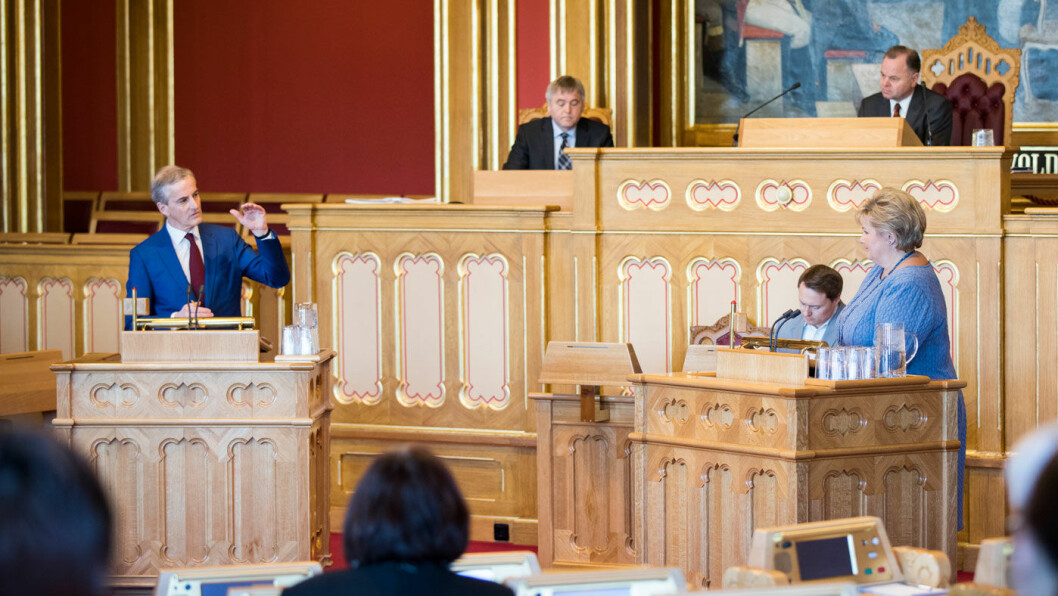 DUELL: Statsminister Erna Solberg (t.h.) og Ap-leder Jonas Gahr Støre fra den siste spørretimen i Stortinget før sommeren. Foto: Stortinget