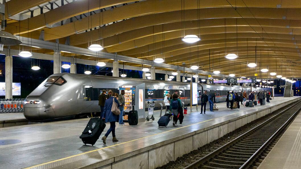 NEDE PÅ STASJONEN: Samtlige partier vil oppgradere jernbanetilbudet. Foto: Olav Heggø