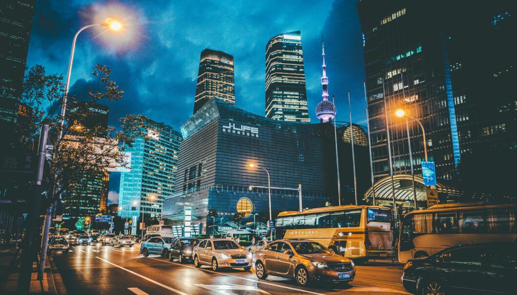 ELBIL ØKER: Selv om bilsalget gikk noe ned i fjor, økte salget av hybrid- og elbiler i Kina med 11 prosent.