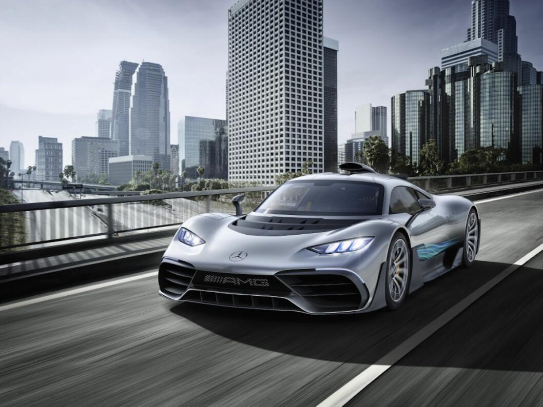 DYR LEKEBIL: Teknikken i Mercedes Prosject One er hentet rett fra Formel 1. Normannen som har kjøpt bilen får litt av en oppgave med å temme de over 1000 hestene. Foto: Mercedes-AMG