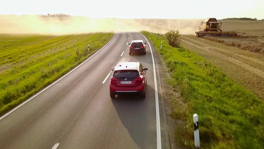 FØRSTEMANN: Det gikk ikke i rasende med TV-teamet i deres Ampera-e på tyske landeveier. 75 mil tok 25 og en halv time.
