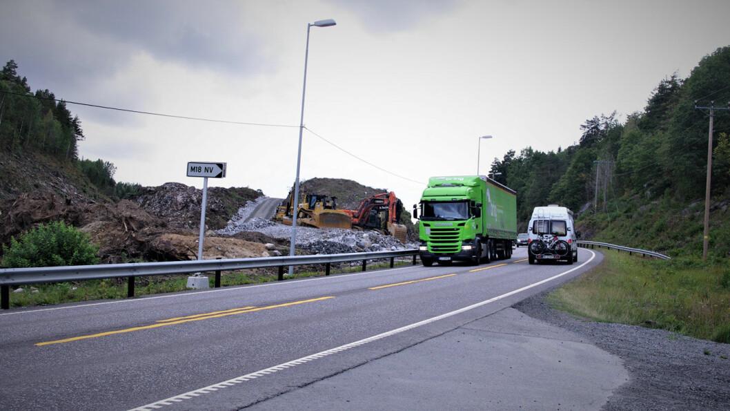 UTEN MIDTREKKVERK: Langs E18 i Telemark er det nå tofelts møtevei store deler av strekningen. Men om noen år er det fire felt helt fra Oslo til Sørvestlandet. Foto: Geir Røed