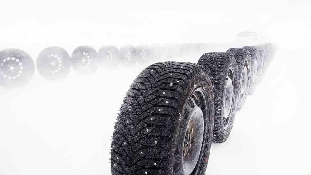 BREMSER BEST PÅ GLATTA: Goodyear har korteste bremselengde på glatt is. Foto: Lasse Allard