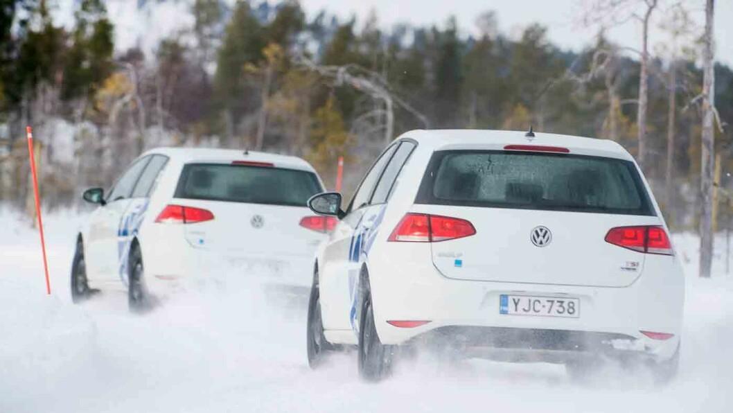 RASK KOREANER: Hankooks piggdekk scorer best blant vinterdekkene på manøverbane på is. Foto: Lasse Allard