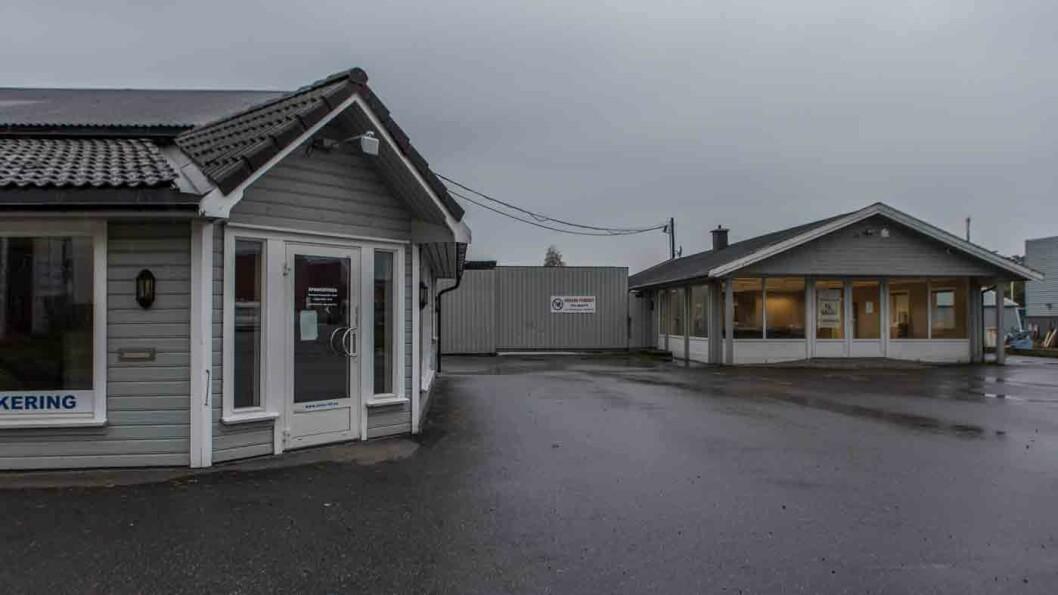 KONKURS: Olsen bil drev omfattende bruktbilsalg fra disse lokalene på Østerhus i Grimstad inntil november i fjor. Foto: Elisabeth Grosvold