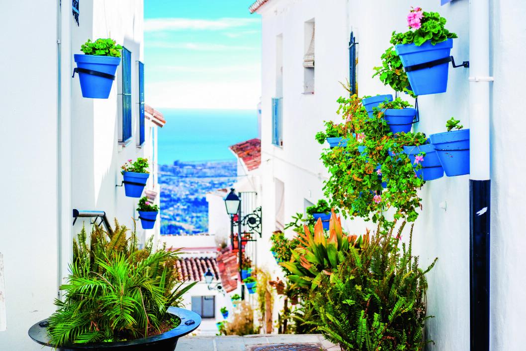 SPANSKE SOLDAGER: Med tre hundre soldager i året, er Costa del Sol i Spania et godt sted å tilbringe vinteren. Foto: iStock