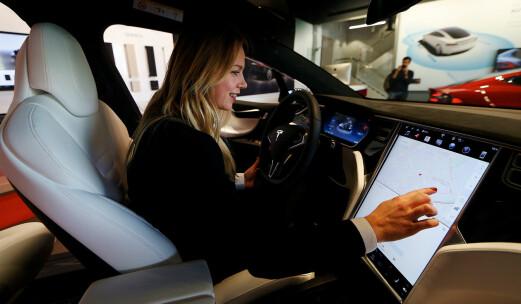 Tesla varslet butikkdød – nå bygges det i hele Europa