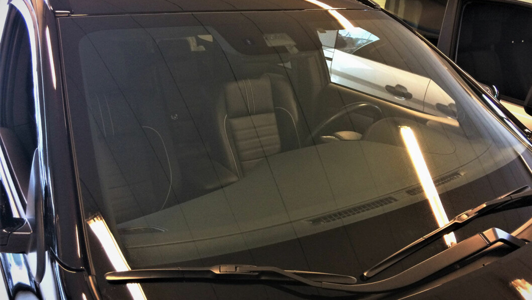 DYR FRONTRUTE: Skifte av frontrute på Mitsubishi Outlander koster 30 000 kroner.
