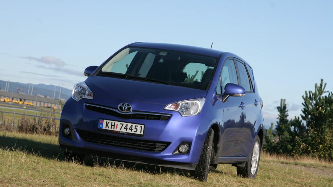 S FOR SMART: Toyota Verso S er liten, men legger du ned bakseteryggen får du et stort lasterom med god takhøyde.